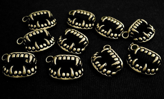20pcs Antique Brass Vampire Teeth Fangs Twilight Charms Pendants PND-398